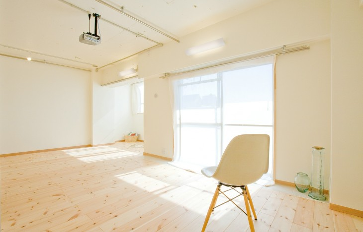 【名古屋市中川区】明るい光がさんさんと降り注ぐ無垢床のLDK