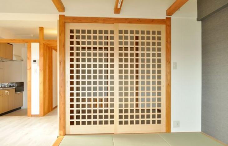 【名古屋市北区】天然木の香りがする格子戸があるお部屋