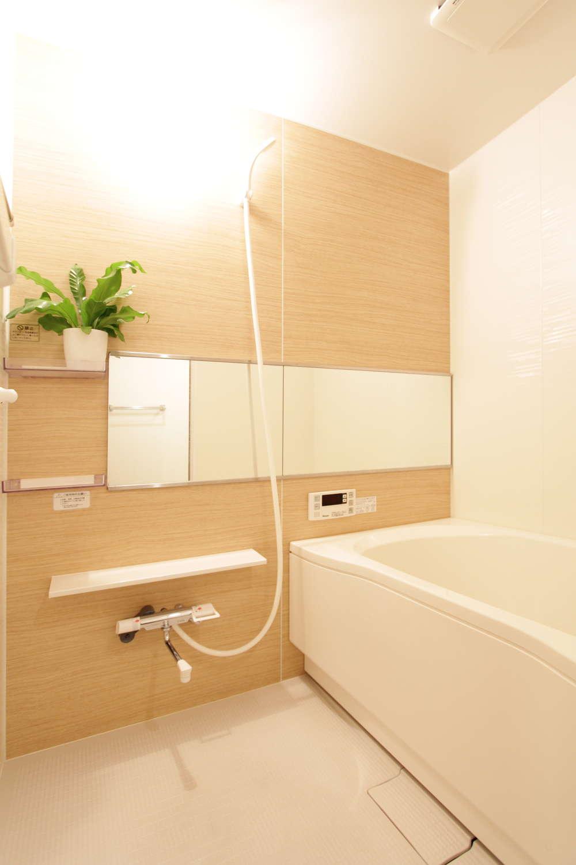 明るい かっこいい お風呂 ユニットバス 鏡 横